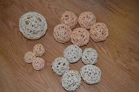 marhuľové a biele ivory ratanové guličky,