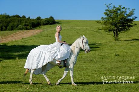 Svadobné šaty s dlhou vlečkou, 38