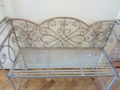 Kovová lavice ve stylu Provence,