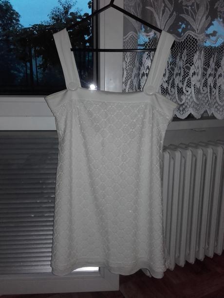 Popůlnoční šaty, 40