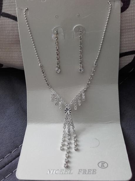 Sada náhrdelník + náušnice,
