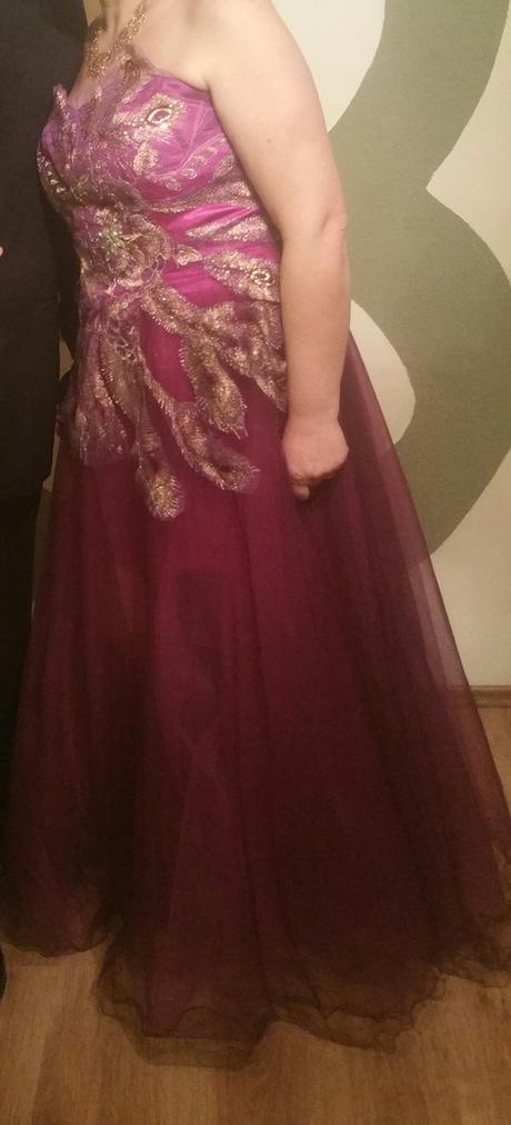 Spoločenské šaty s výšivkou, 44
