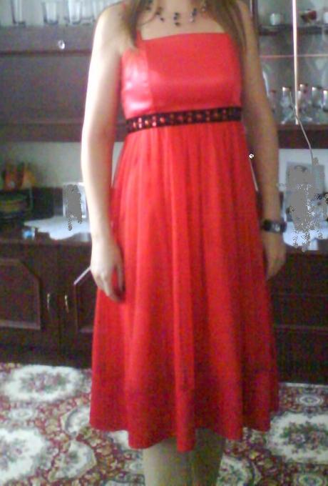 červene šaty, M