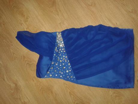 modre šaty, S