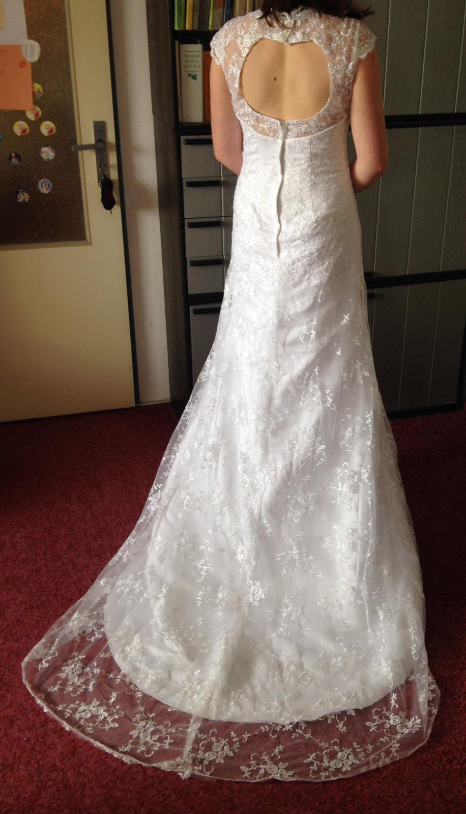 Krajkové svatební šaty 18744679ed