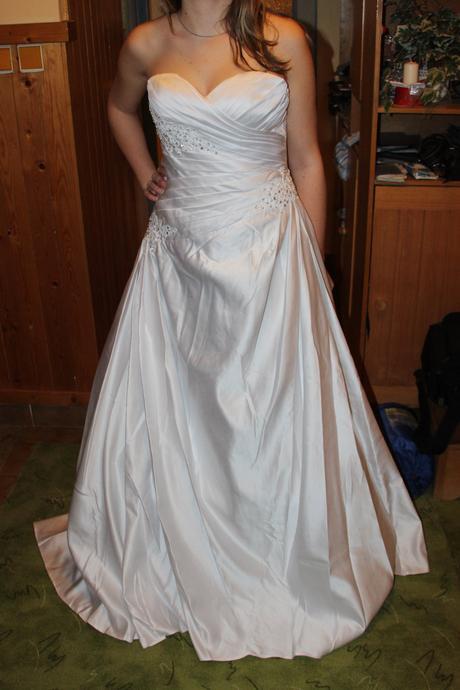 Saténové svatební šaty s vlečkou,srdíčkový výstřih, 42