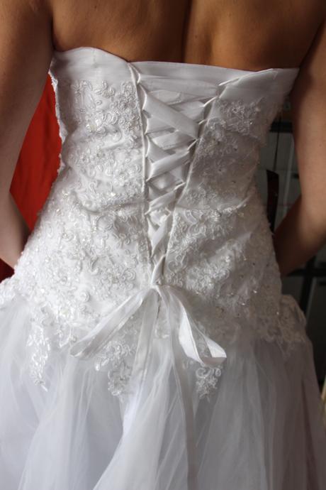 Zdobené luxusní svatební šaty s tylovou sukní, 44