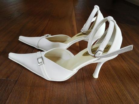 Bílé svatební lodičky, 36