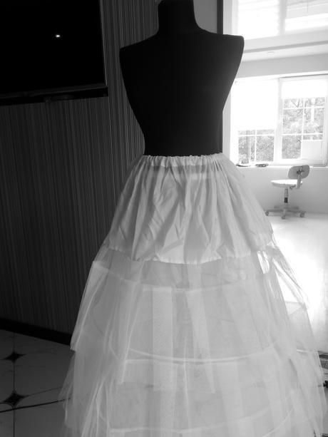 3- kruhová  spodníčka +spodnice,
