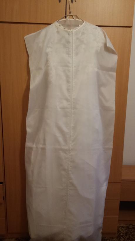 Jednoduché svadobné šaty s čipkou a gombíkmi vzadu, 38