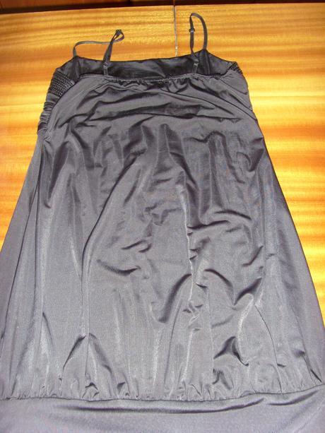 Nenosené čierne šaty, S
