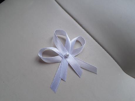 Vývazky bílé s perličkou.,