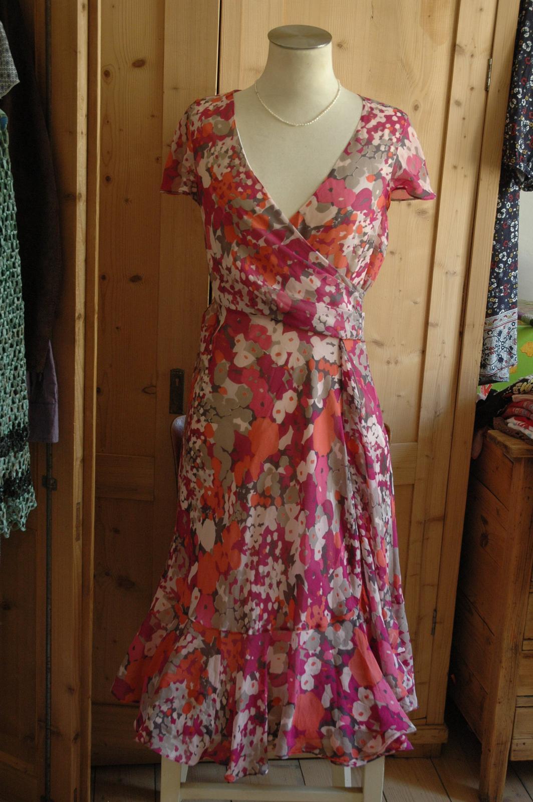 df8d10f3954b Luxusní společenské šaty