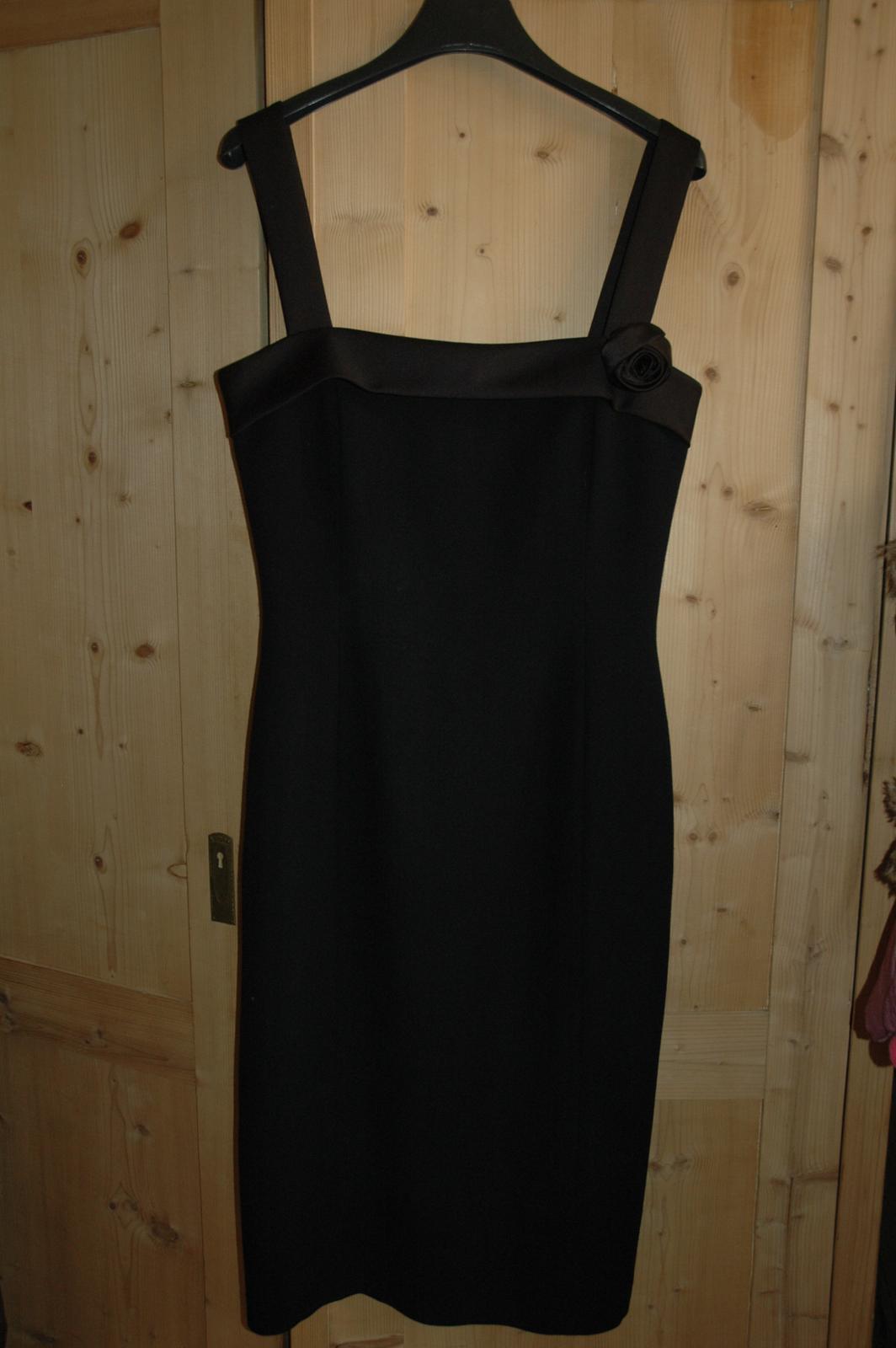 37d148c420c3 Luxusní společenské šaty max mara vel.36