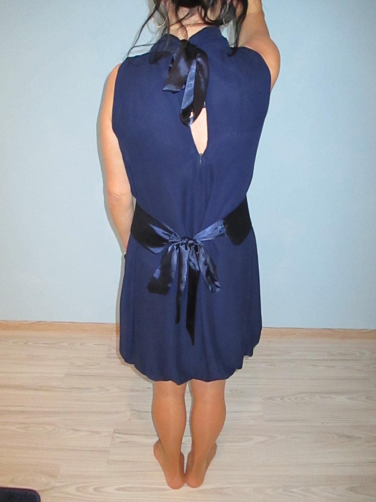 Krátke šifónové šaty s opaskom 35986095423