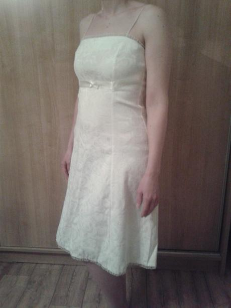 Spoločenské šaty aj s postou, 38