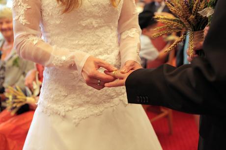 Svatební šaty s krajkou+bolerko+spodnička, 38