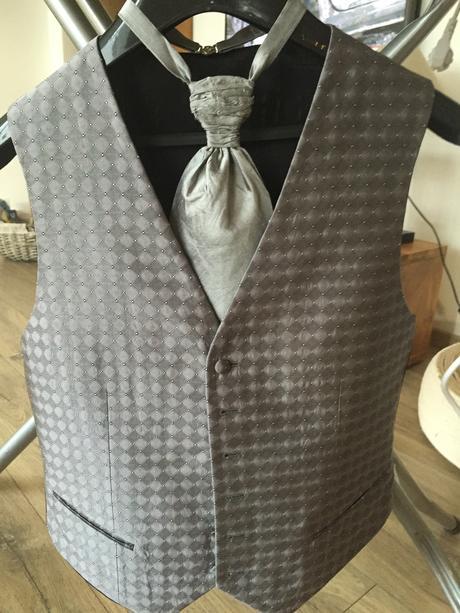 Vesta+ kravata+ vreckovka, 48