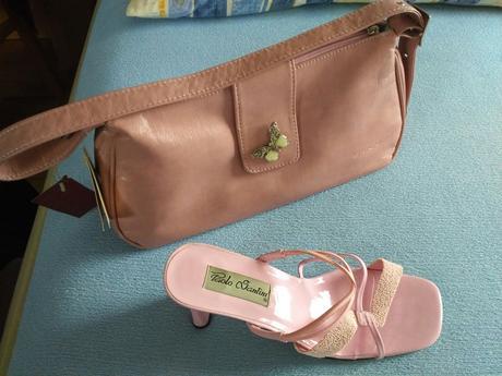 Elegantní kabelka s motýlkem,
