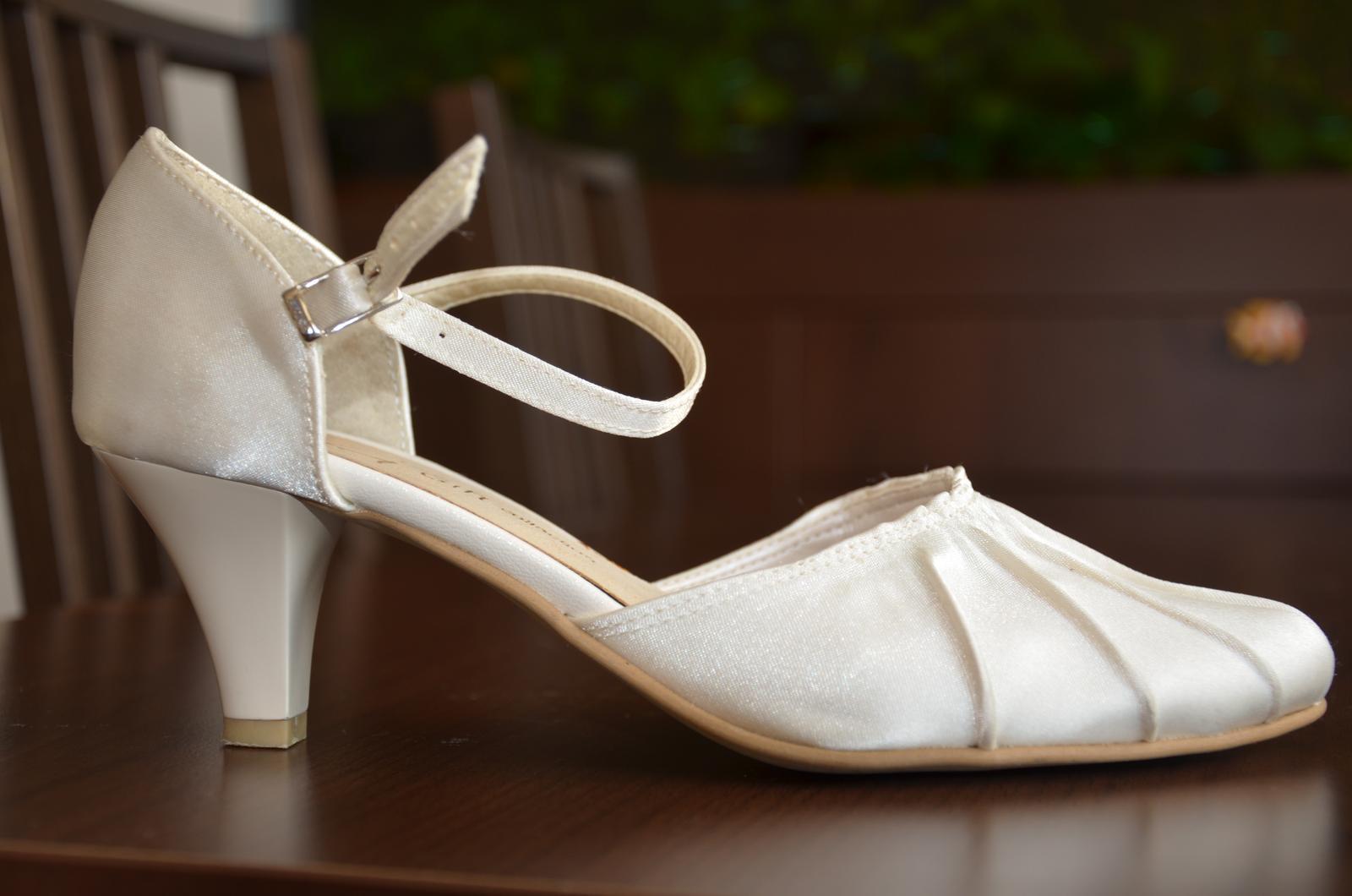d87b30d5f1 Svadobné topánky