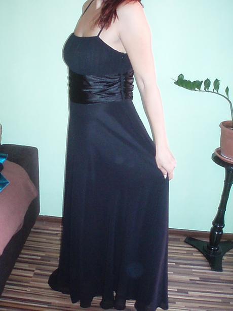 Dlhé čierne spoločenské šaty, 44