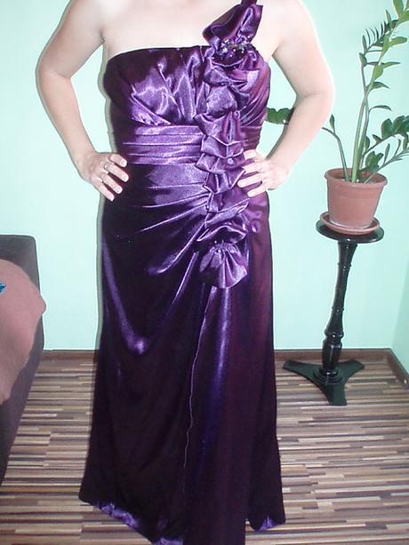 Fialové spoločenské šaty značky Zaira, 42