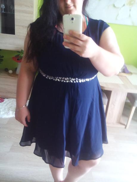 Tmavě modré šaty zdobené, 46