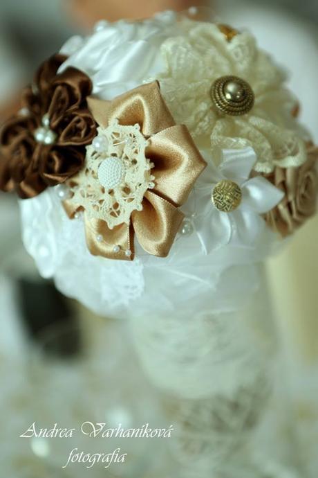 Svadobné vázy a ikebana na svadobný stôl,