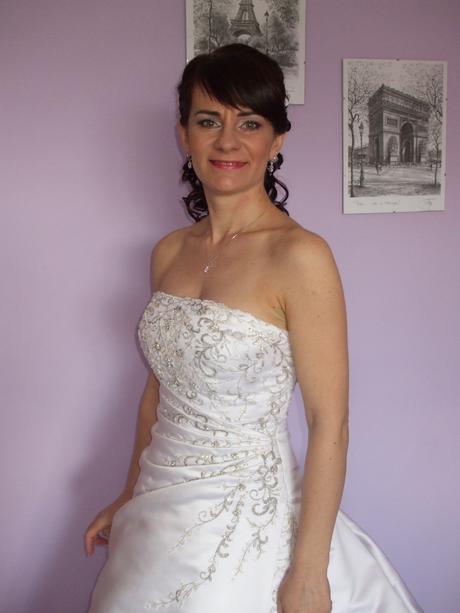 svadobné šaty s výšivkou, 38