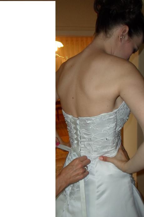 Raz použité biele svadobné šaty, 38