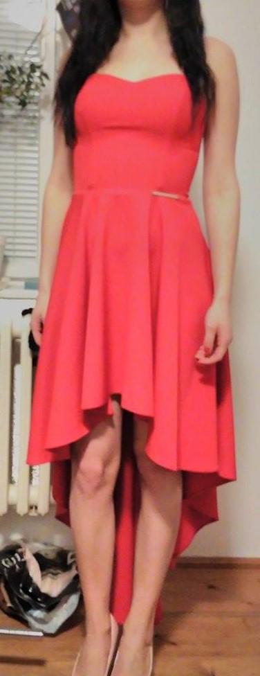 červené asymerické šaty, 36