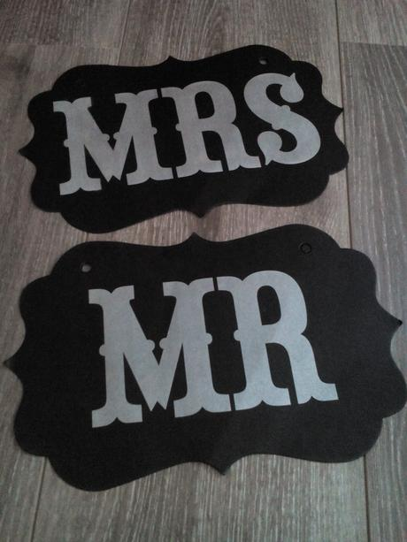 Rekvizity  Mr. a MRS, candy bar,