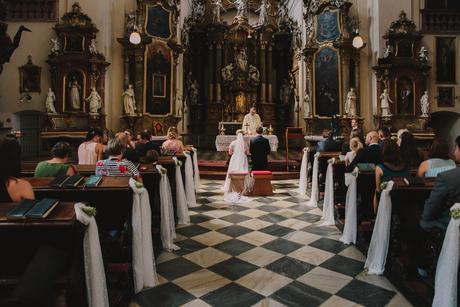 Puntíkatý tyl - výzdoba kostela,