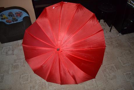 Deštník ve tvaru srdce,