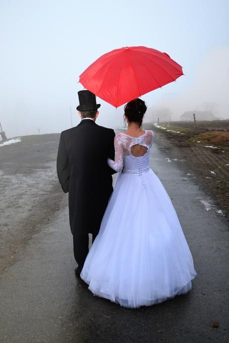 Svatební šaty s dlouhým rukávem a spodnička zdarma, 36