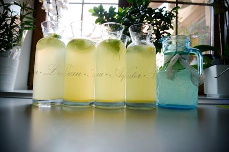 Nádoby na vodu a limonádu,