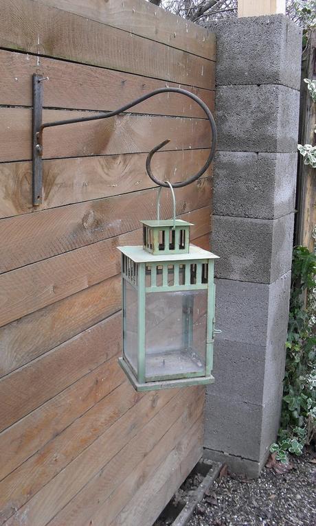 Kovová konzola na lucernu, lampáš.,