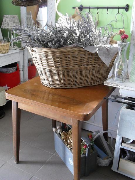 Starý stolík rozkladací, drevený.,