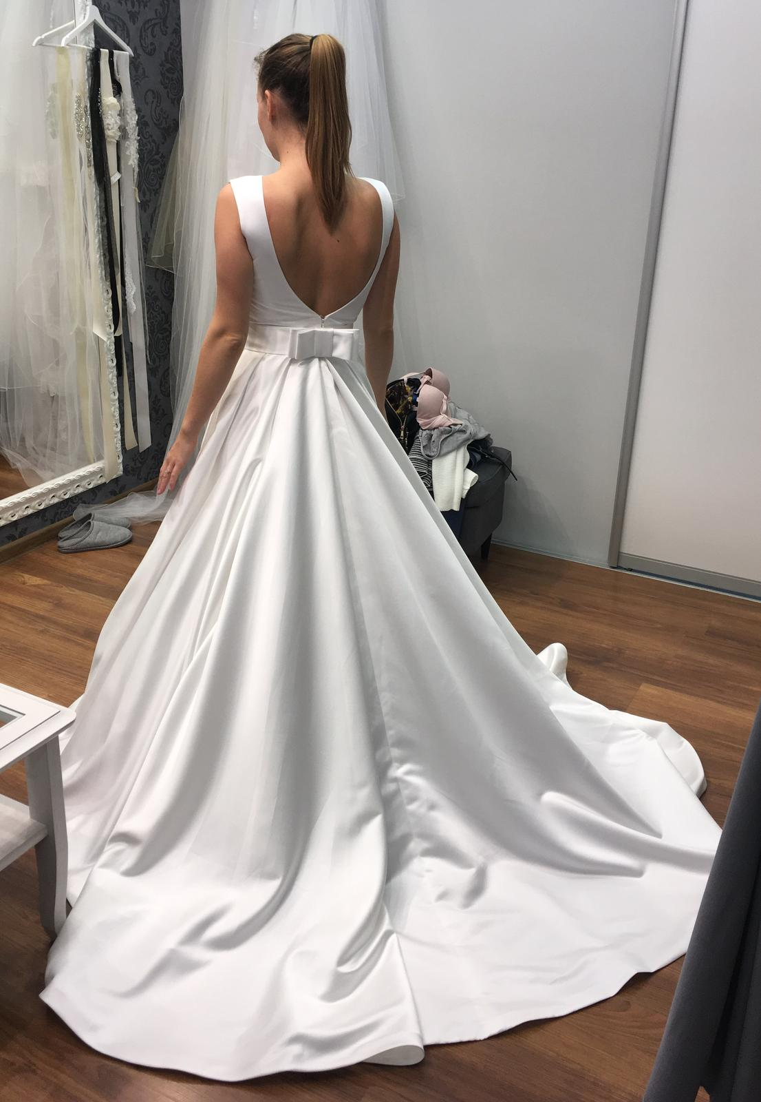 Jednoduché svadobné šaty bruno ariamo 0511efeb43f