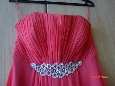 Žiarivé vzdušné šaty, 38