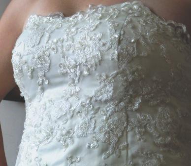 Princeznovské šaty s dlhou vlečkou ivory, 38