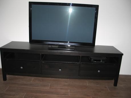 hemnes - skrinka pod televizor a konferen stolik,