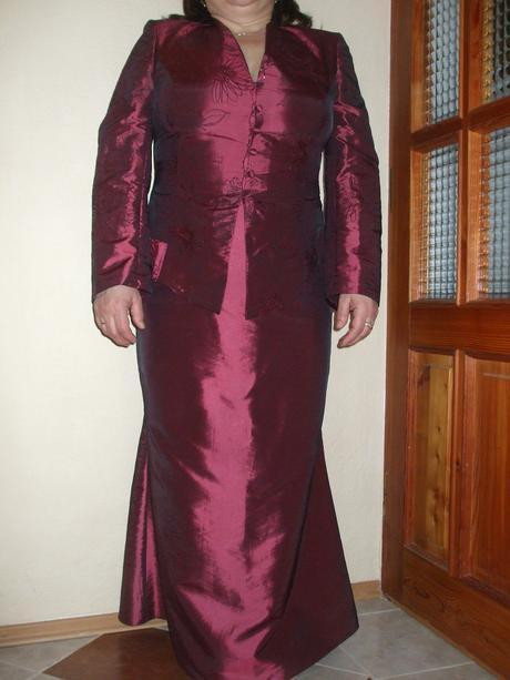 Bordový kostým, 44