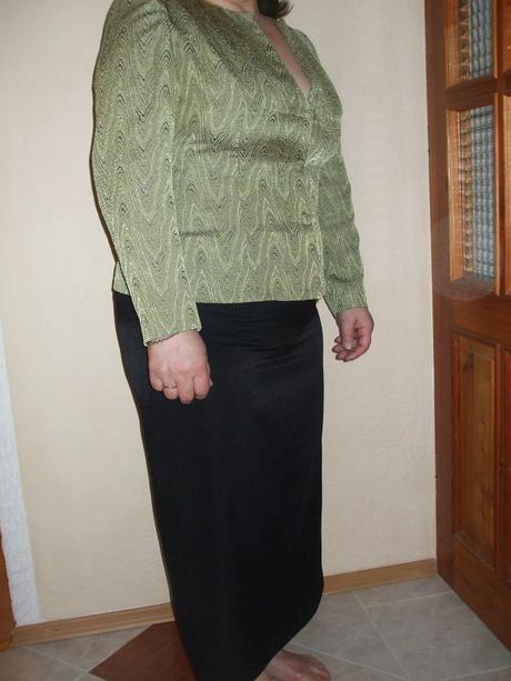 Hráškovo-čierny kostým, 46