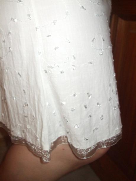Pekný biely kostým, 46