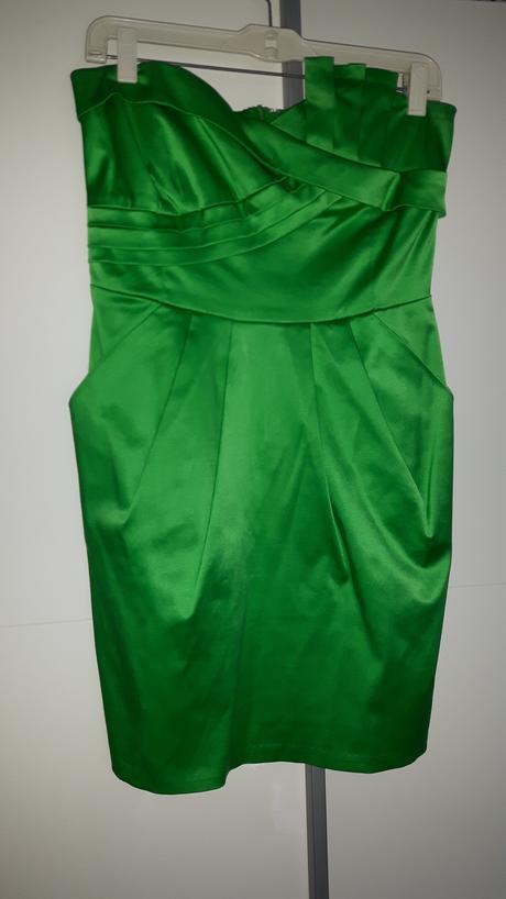Zelené šaty bez ramienkov, 38