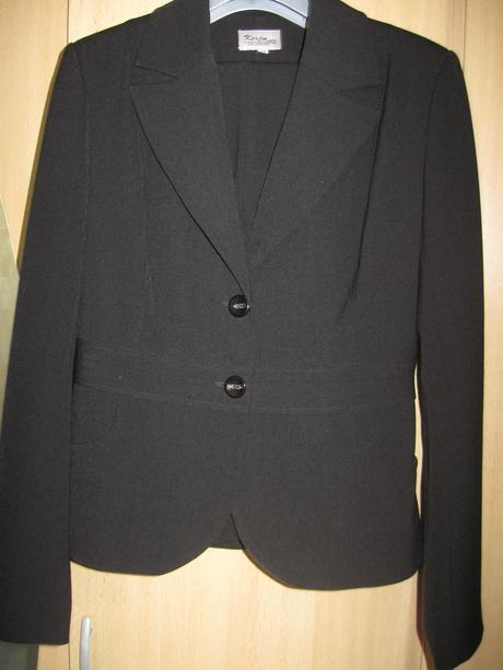 1x oblečený čierny kostým, 38
