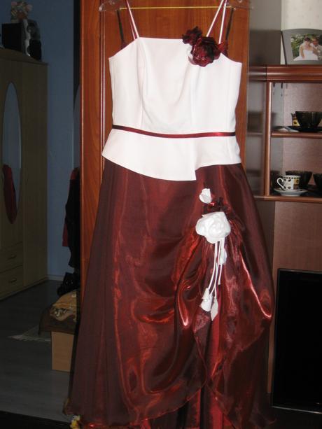 zvláštne šaty, 36