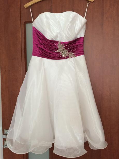 Biele spoločenské šaty, 36