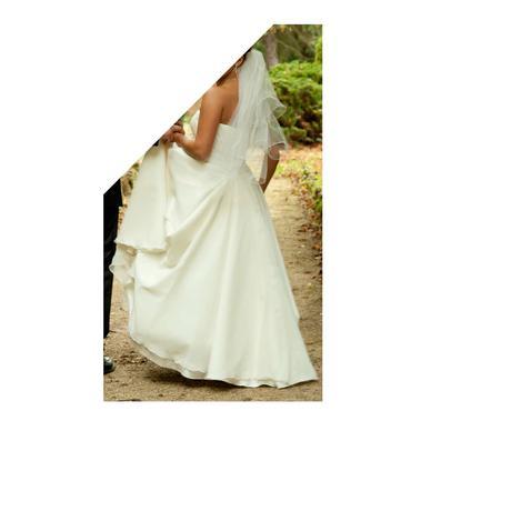 Svadobné šaty so závojom, 38